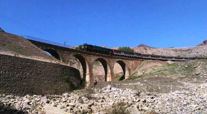 ۲۱۰۰میلیاردریال برای بازسازی راه آهن سراسری لرستان هزینه شد