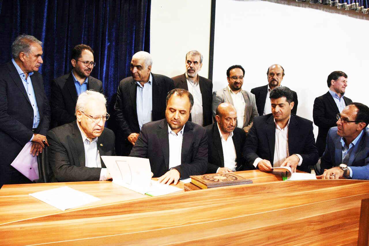تفاهم نامه دو فضای آموزشی توسط دکتر قلم چی  با حضور معاون وزیر و رئیس سازمان نوسازی مدارس کشور  به امضا رسید