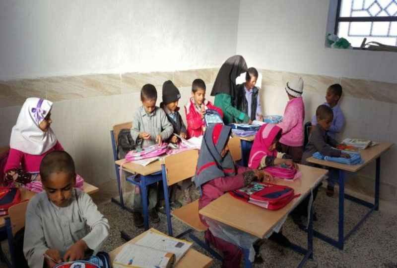 دانش آموزان نیازمند ایلامی کمک هزینه دریافت می کنند