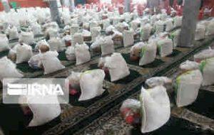 نیکوکار تهرانی ۳۰۰ سبد غذایی به مددجویان چرداول اهدا کرد