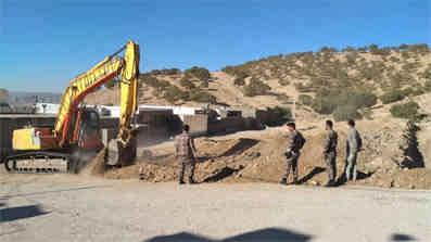 حفاری کانال در راستای منع زمین خواری در منطقه هانیوان شهر ایلام